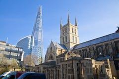 LONDON UK - MARS 29, 2014 Southwark domkyrka och Shadr av exponeringsglas Royaltyfri Fotografi