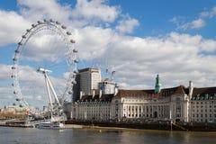 LONDON/UK - 21 MARS : Vue de l'alon d'oeil et de bâtiments de Londres images libres de droits