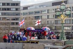 LONDON/UK - 21 MARZO: Negozio di ricordo popolare su Westminster Brid Fotografie Stock Libere da Diritti