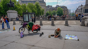 London, UK - May 11, 2017:  Old man, street artist, kneeling in Royalty Free Stock Photography