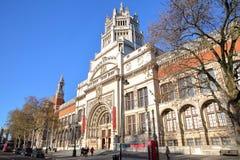 LONDON UK - NOVEMBER 28, 2016: Den yttre fasaden av Victoria och Albert Museum i södra Kensington arkivbild