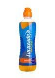 LONDON UK - NOVEMBER 11, 2016: Kall flaska av drinken för Lucozade sportenergi med orange anstrykning på vit bakgrund Royaltyfri Foto