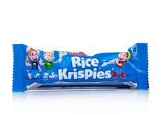 LONDON UK - November 17, 2017: Stången av sädesslag för frukosten för Kellogg ` s Rice Crispies på vit, Rice Crispies är en popul Royaltyfria Foton