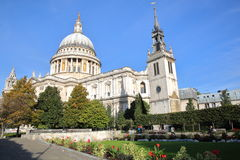 LONDON UK - OKTOBER 03, 2016: Sikt av domkyrkan för St Paul ` s Arkivbilder