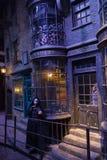 London UK; Oktober 23, 2013; Warner Bros Studios London turnerar, med uppsättningarna och det original- materialet av de Harry P royaltyfri fotografi