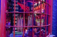 London UK; Oktober 23, 2013; Warner Bros Studios London turnerar, med uppsättningarna och det original- materialet av de Harry P arkivfoton