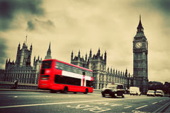London UK. Röd buss, Big Ben Arkivfoton