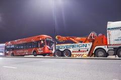 LONDON UK - 2016 03 02 : Röd bussnolla en släp i London Fotografering för Bildbyråer