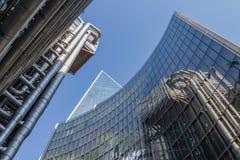 London UK - September 02, 2018: Lloyd'sens byggnad i London finansiella område En av mest utsmyckad skyskrapa i stadsnollan fotografering för bildbyråer