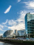 LONDON/UK - SEPTEMBER 12: Stadshus och andra moderna byggnader Arkivbild