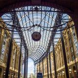 LONDON/UK - 12 SEPTEMBRE : Vieille et moderne architecture aux foins G Image stock