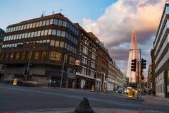 LONDON UK - 2016 03 30 : Southwark gata med sikten av skärvan Arkivfoto