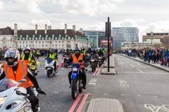 London UK - 1st April, 2017 EN BEGÄRAN kallar på nya Londo arkivfoton