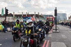 London UK - 1st April, 2017 EN BEGÄRAN kallar på nya Londo Arkivbild