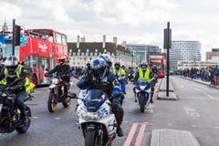 London UK - 1st April, 2017 EN BEGÄRAN kallar på nya Londo royaltyfri fotografi