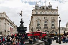 London UK - 1st April, 2017: Picadilly cirkus i London på spri Royaltyfri Bild