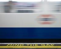London underjordisk mening det Gap tecknet på stationsplattformen Royaltyfria Bilder