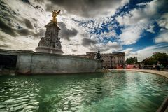 London, the United Kingdom: the Queen Victoria Memorial and Buckingham Palace Royalty Free Stock Photography