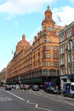 LONDON, UNITED KINGDOM, SEPTEMBER 26, 2014: traffic in the Brompton Rd and Harrods Royalty Free Stock Photography
