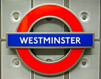 London-Untertagezeichen an der Westminster-Station Stockfoto