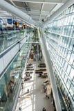 LONDON, VEREINIGTES KÖNIGREICH - 28. August 2017 - Abfahrt am Ende an Heathrow-Flughafen, einer von sechs internationalen Flughäf Stockfoto