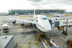 LONDON, VEREINIGTES KÖNIGREICH - 19. AUGUST 2014: Brithis-Fluglinien Boeing stockfotografie