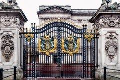 London, Vereinigtes Königreich: Haupttor des Buckingham Palace Stockbild