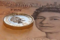 LONDON, VEREINIGTES KÖNIGREICH, JAHR 2017 - ein britisches Pfund, neuer Typ 2017 Stockfotografie