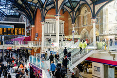 LONDON, VEREINIGTES KÖNIGREICH - 17. JANUAR 2016: Liverpool-Straßen-Station Stockfoto