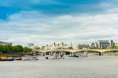 LONDON, VEREINIGTES KÖNIGREICH - 21. Juni 2016 Flussansicht von London, en Stockfotografie