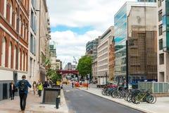 LONDON, VEREINIGTES KÖNIGREICH - 21. Juni 2016 Straßenansicht der alten Gestalt Stockbilder