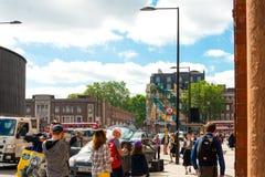 LONDON, VEREINIGTES KÖNIGREICH - 21. Juni 2016 Straßenansicht der alten Gestalt Stockfotografie