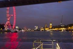 London vid natt med fartyget Royaltyfria Bilder