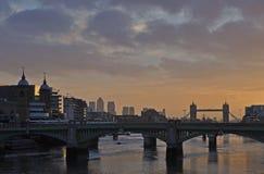 London von der Jahrtausend-Brücke lizenzfreie stockfotografie