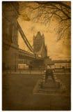 London. Weinlesekontrollturm-Brückenfotographie Lizenzfreie Stockfotos