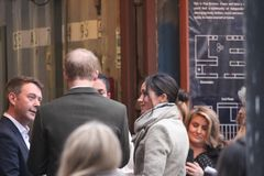 london wielkiej brytanii 9th Styczeń, 2018 Książe Harry i Meghan Markle wizyty Reprezent radio przy wystrzałem Brixton widzieć pr Zdjęcie Stock