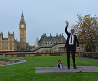 London: World's Tallest Man and Shortest Man meet on Guinness World Record Stock Photography