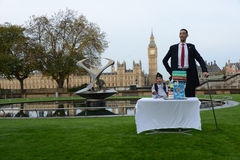 London: World's Tallest Man and Shortest Man meet on Guinness World Record Royalty Free Stock Photography
