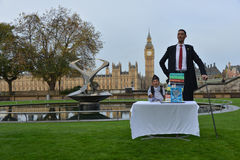 London: World's Tallest Man and Shortest Man meet on Guinness World Record Royalty Free Stock Photos