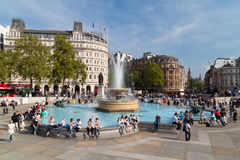 Londoner im Trafalgar Quadrat Lizenzfreie Stockfotos