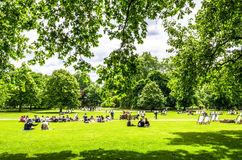 Londoners and tourists enjoying the summer sunshine in May at Hyde Park, London Stock Photography