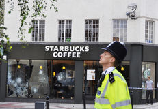 LONDRA - 9 AGOSTO: La zona della giunzione di Clapham è sacke Fotografia Stock Libera da Diritti