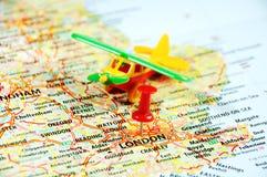 Londra, aeroplano BRITANNICO del perno della mappa Fotografie Stock Libere da Diritti