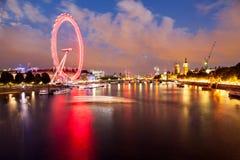Londra all'alba Vista dal ponte dorato di giubileo Immagine Stock Libera da Diritti