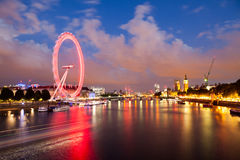 Londra all'alba Vista dal ponte dorato di giubileo Fotografie Stock Libere da Diritti