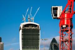 LONDRA - 6 DICEMBRE: Gru rossa che funziona a Londra dicembre Fotografie Stock Libere da Diritti