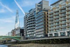 LONDRA - 25 GIUGNO: Il coccio ed altre costruzioni a Londra su Ju Fotografia Stock Libera da Diritti