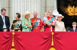 Londra giugno 2015 - radunare la cerimonia di colore, apparizione di principessa Charlottes sul balcone per Birthda della regina  Fotografia Stock