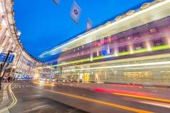 LONDRA - 16 GIUGNO 2015: Traffico nell'area del circo di Piccadilly Picca Fotografia Stock Libera da Diritti