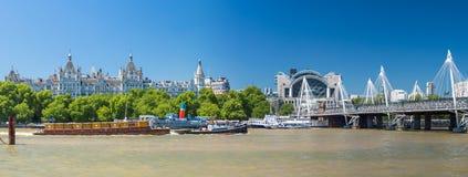 LONDRA - 30 GIUGNO 2015: Vista panoramica del ponte di Hungerford sulla a immagine stock